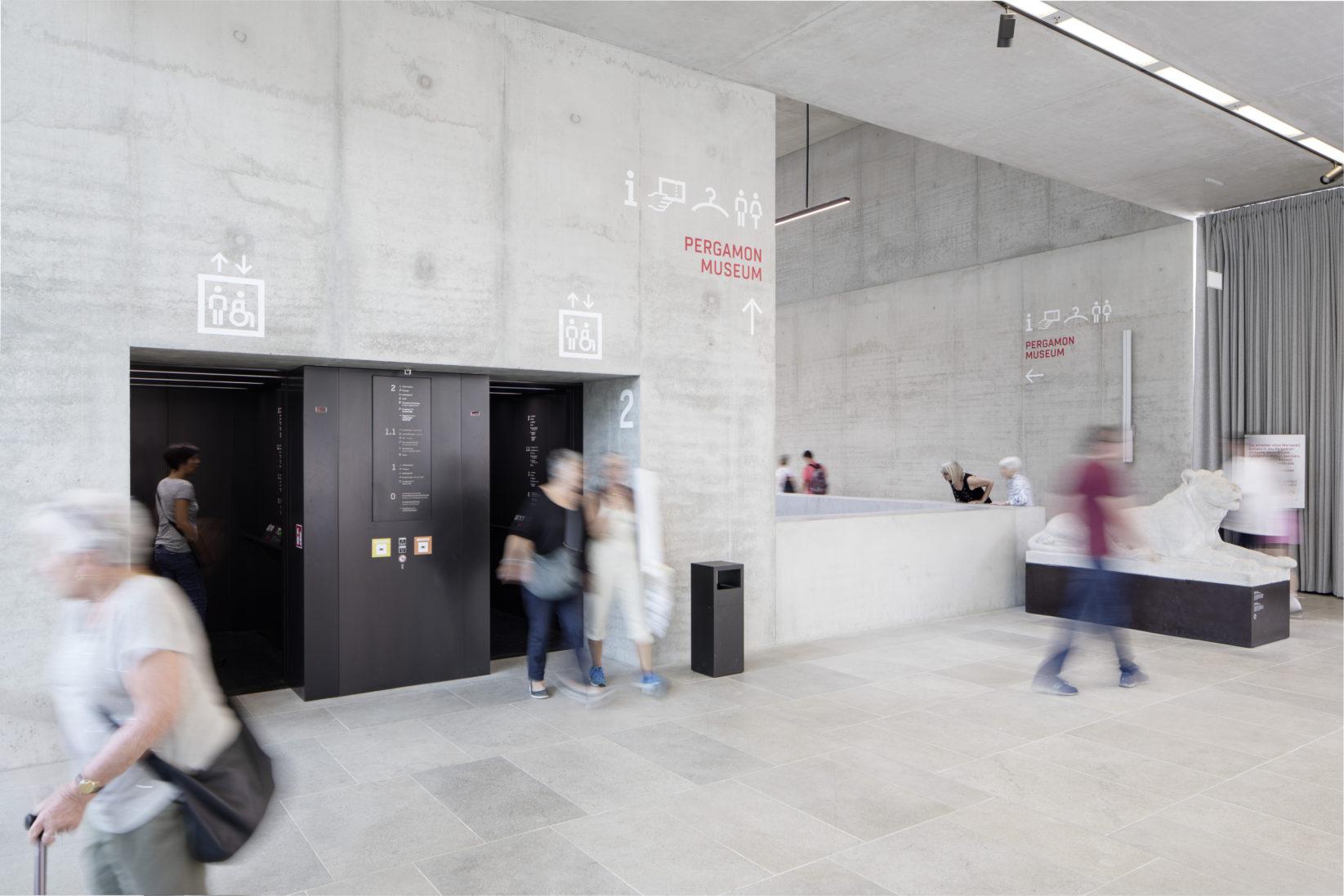 James-Simon-Galerie Leitsystem Wandtypografie Raumsituation