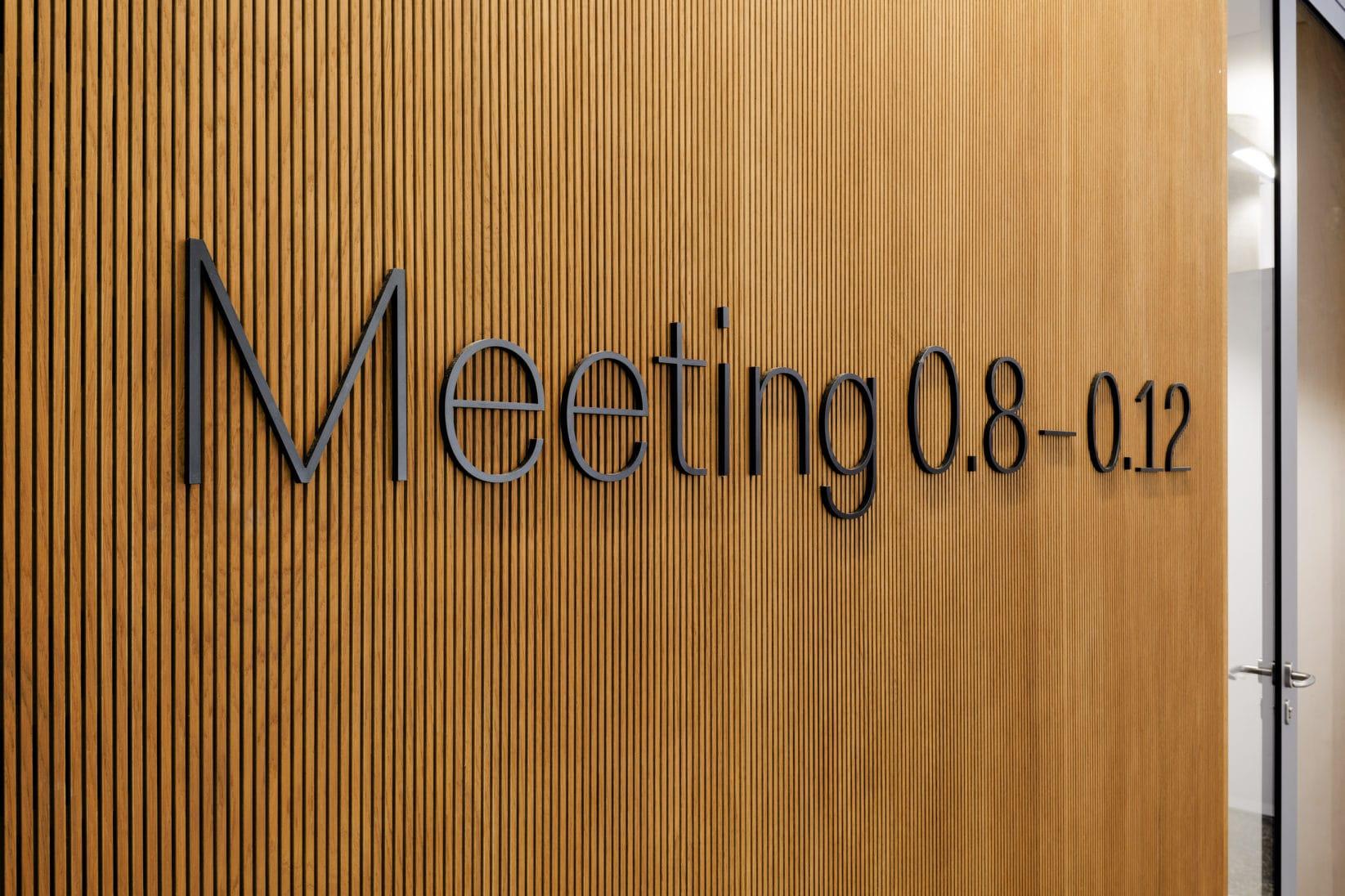 ErsteCampus Leitsystem Raumkennzeichnung Meetingraum 3D Buchstaben
