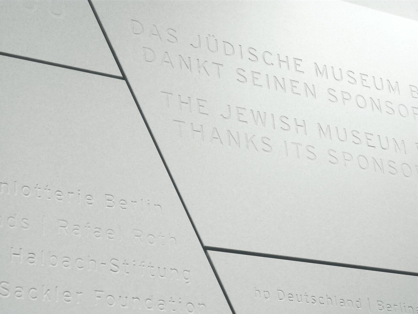 Juedisches Museum Berlin Spenderwand