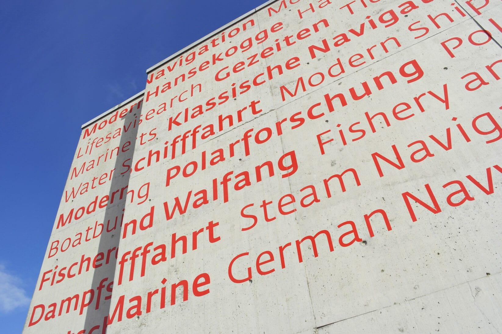 Corporate Identity DSM Typografie Inszenierung Außenbereich Themenbereiche bilingual