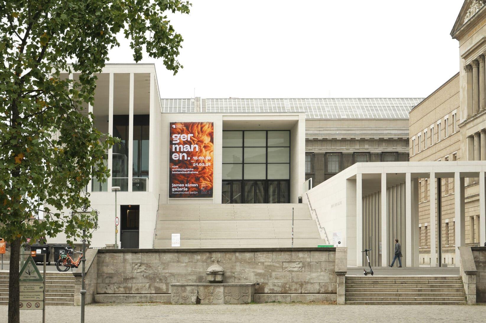 Germanen Banner an James Simon-Galerie