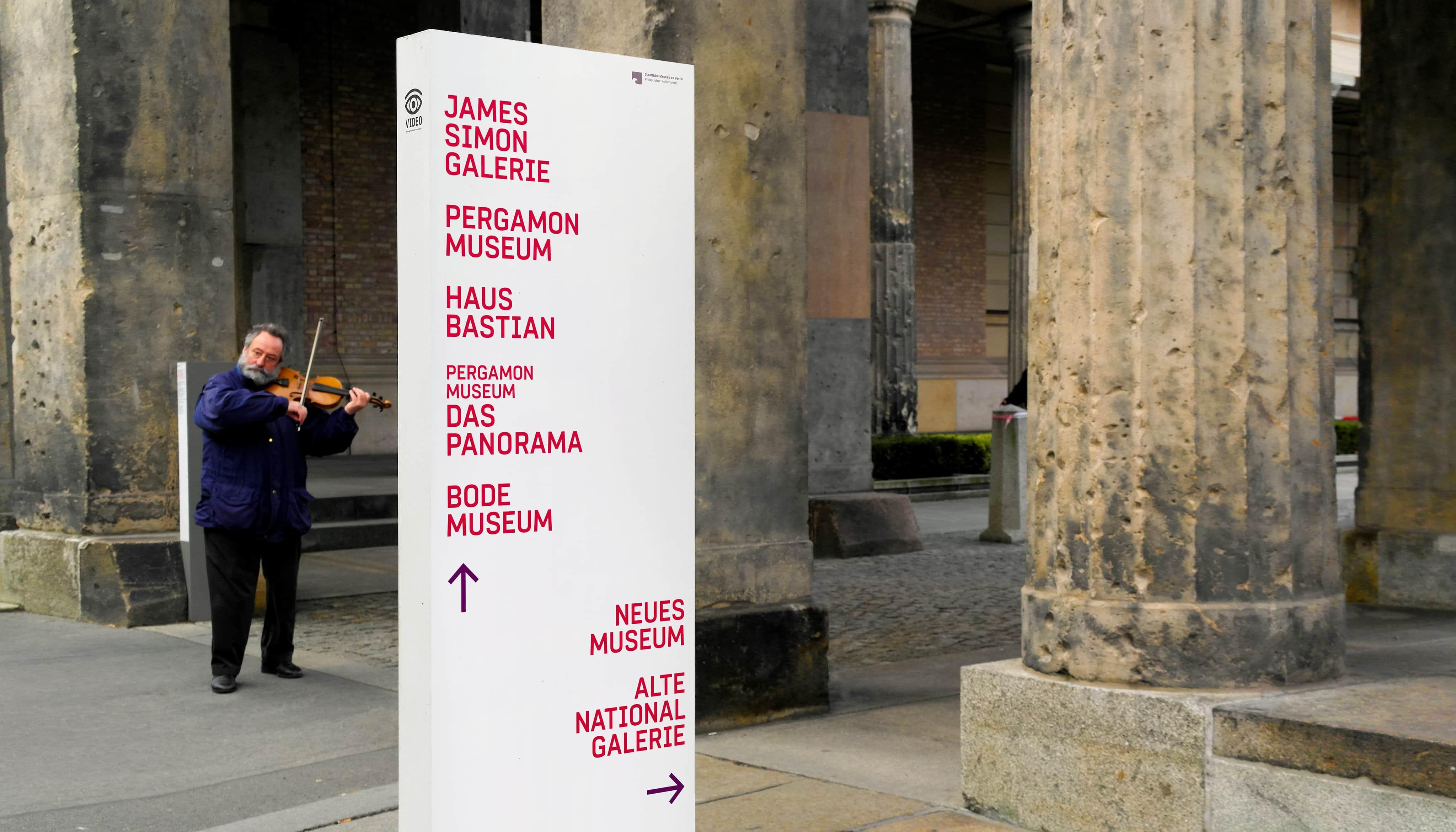 Museumsinsel Berlin Leitsystem Kolonnadenhof