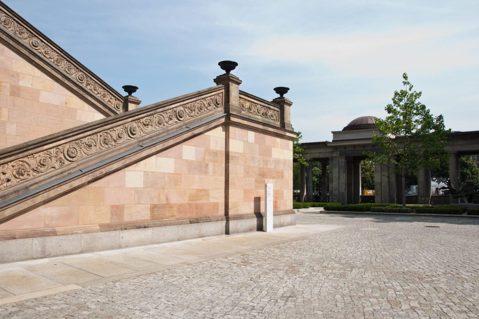 Museumsinsel Berlin Leitsystem aussen Alte Nationalgalerie